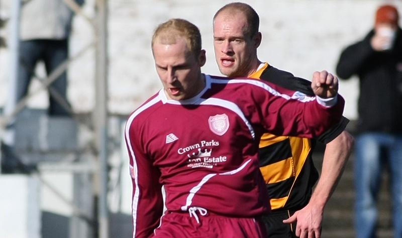 Football, Iru Bru Scottish League Division 2, Arbroath v Alloa Athletic.   L/r -  Marc McCulloch (Arbroath) and Brown Ferguson (Alloa)