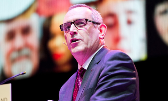 SNP deputy leader and Dundee East MP Stewart Hosie has been criticised for his appearance at the same event as disgraced politician Tommy Sheridan.