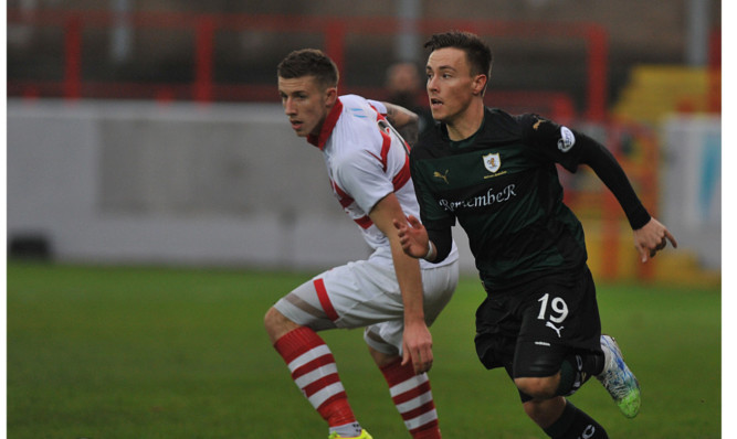 Barrie McKay slips away from his marker.