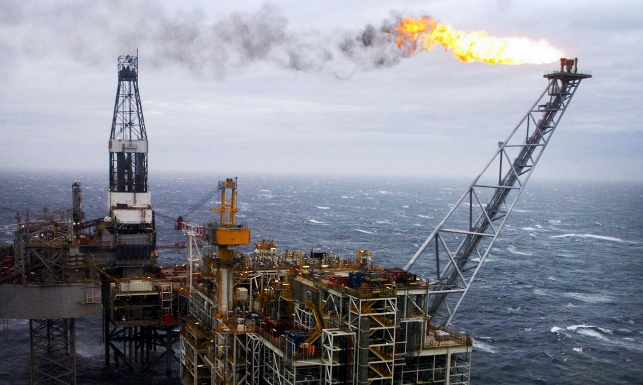 "File photo dated 16/03/07 of an oil rig in the North Sea as an oil and gas safety organisation has split from the UK's leading industry body amid ""confusion over roles, functions and relationships"". PRESS ASSOCIATION Photo. Issue date: Thursday January 1, 2015. Step Change in Safety has announced its independence from Oil & Gas UK and will now be wholly owned by it 137 member organisations. A board of directors will be appointed from senior representatives from member companies, unions, Health and Safety Executive representatives and offshore safety representatives. Les Linklater, executive director for Step Change in Safety, said: ""In 2007 Step Change in Safety became a subsidiary of Oil & Gas UK, but the model led to confusion over roles, functions and relationships. ""Independence creates better distinction between the two organisations with greater autonomy. We will be owned and managed by our members to ensure we represent every part of the oil and gas industry. See PA story INDUSTRY Oil. Photo credit should read: Danny Lawson/PA Wire"