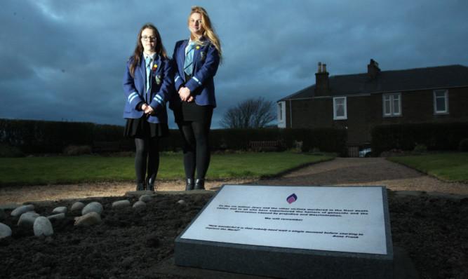 Rachel Lonie, left, and Natalia Wojda with the plaque in Windmill Gardens.