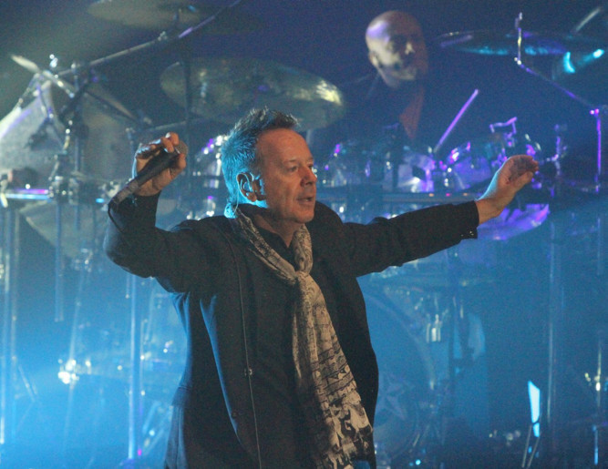 Simple Minds played a sell-out greatest hits gig to thousands at a packed Caird Hall in Dundee on April 2. Nearly 30 years after their last performance at the venue, the chart-topping band delighted 2,200 fans by performing songs from their forthcoming album, Celebrate  The Greatest Hits. The show was the first homecoming gig for Dundee-born bass player Ged Grimes, who is also founder member of Dundee band Danny Wilson and played with Deacon Blue.