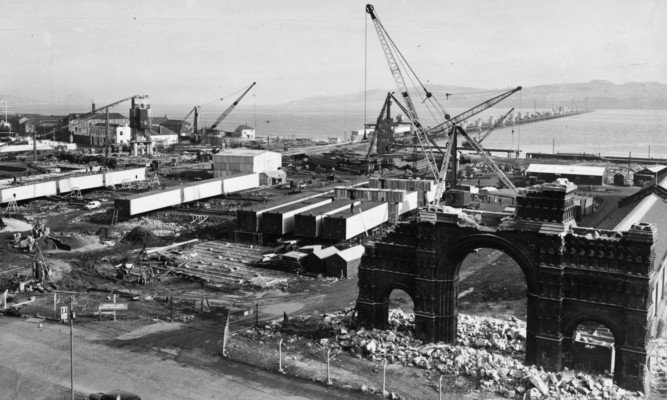 The Royal Arch midway through its demolition in 1964.