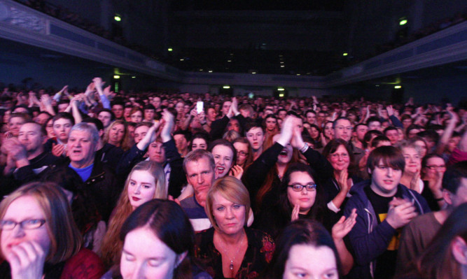 A 2,000-strong, near-capacity crowd at the Kaiser Chiefs gig at the Caird Hall had to make do with just half the venues WCs as facilities are being upgraded.