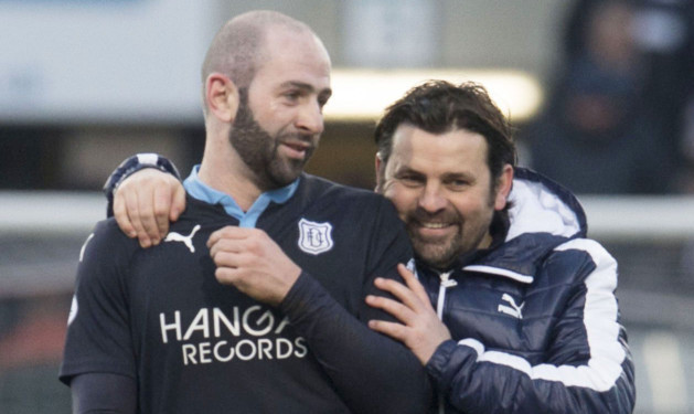 DUNDEE Dundee manager Paul Hartley celebrates with Gary Harkins.