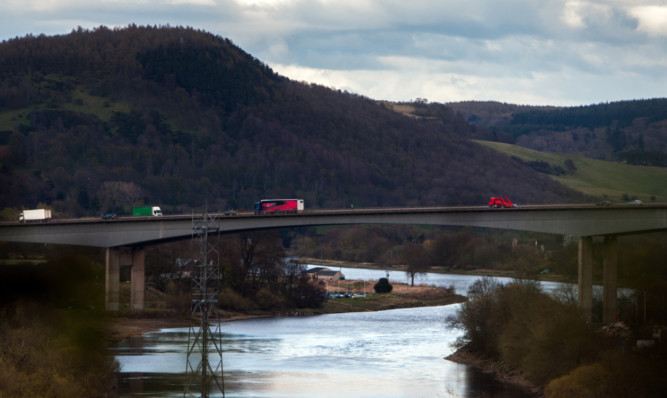 Councilors have given the green light to plans to create a river pontoon under the Friarton Bridge.