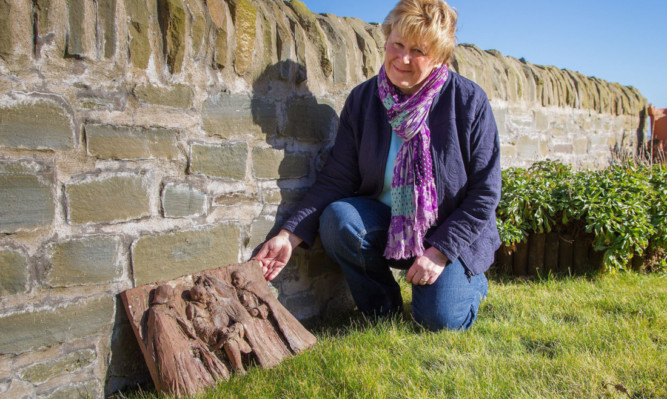 Wendy Murray with the carving found in Easthaven.