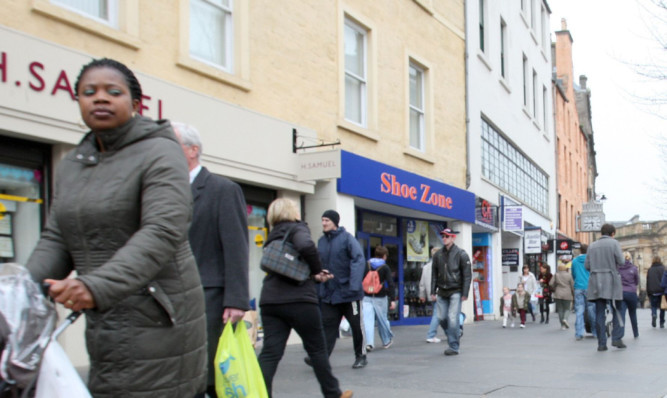 The report points to increasing numbers of shops giving way to restaurants and cafes as retail moves online.