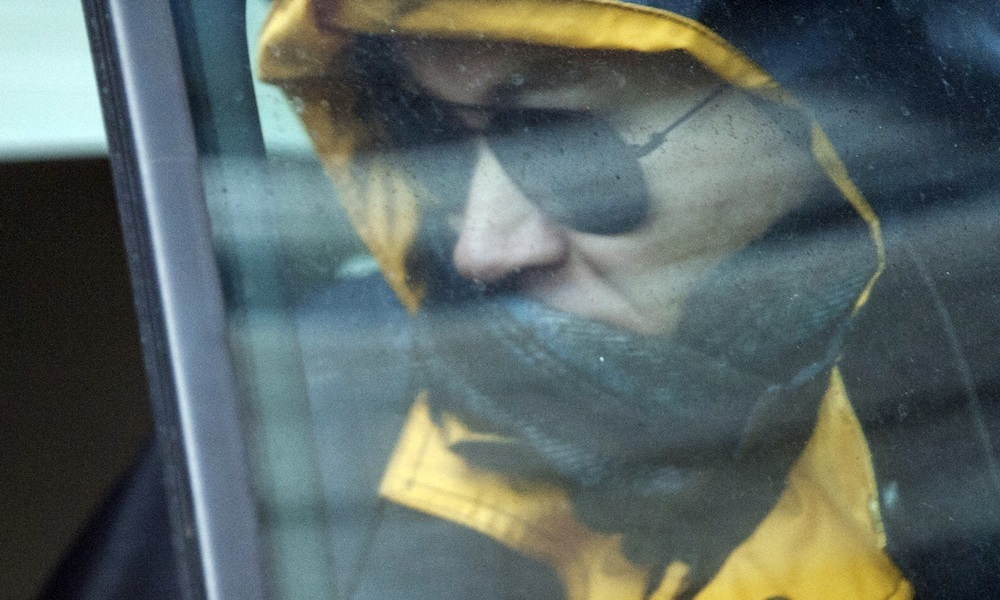 Pic Alan Richardson Dundee, Pix-AR.co.ukDr Michael Boylan runs from a back door of Dundee Court and jumps into a waiting car wearing dark glasses and a hooded jacket to disguise himself.See story Jamie Beatson