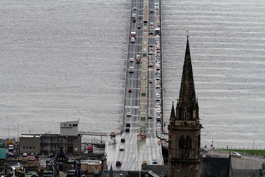G Jennings pic, traffic queing on the tay road bridge