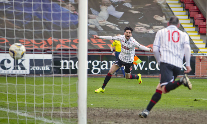Faissal E Bakhtaoui scored the only goal of the game for the Pars.