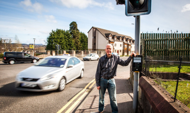 Willie Wilson has asked the police and the council to look into the problem of the traffic lights.