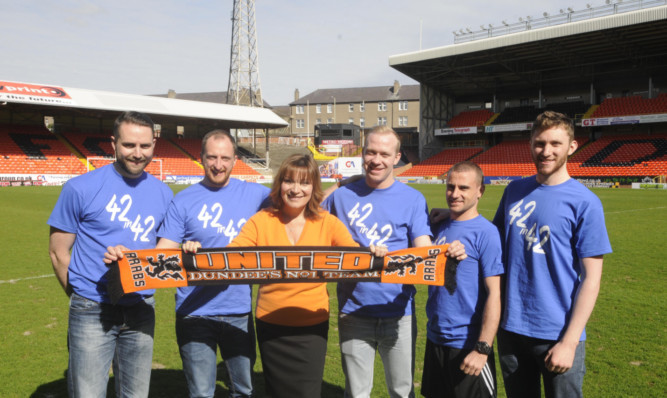 Lorraine Kelly welcomes the fundraisers to Tannadice.