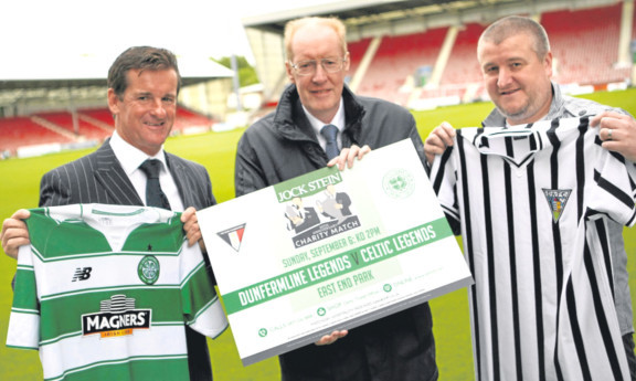 Tosh McKinlay and Scott Thomson, right, with George Stein, Jocks son, at East End Park.