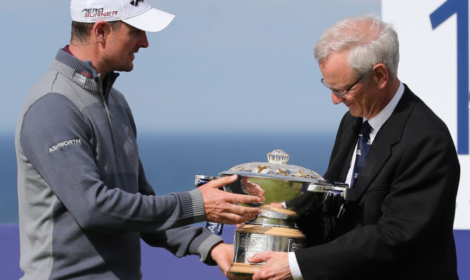 Gullane Golf Club Captain Robert Dick and defending champion Justin Rose with the Scottish Open trophy.