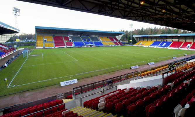 A minute's silence will be held ahead of the match at McDiarmid Park.