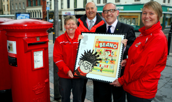Stewart Hosie MP with postal workers Paula Hamilton, Derek McKenzie and Vivienne Carthley.