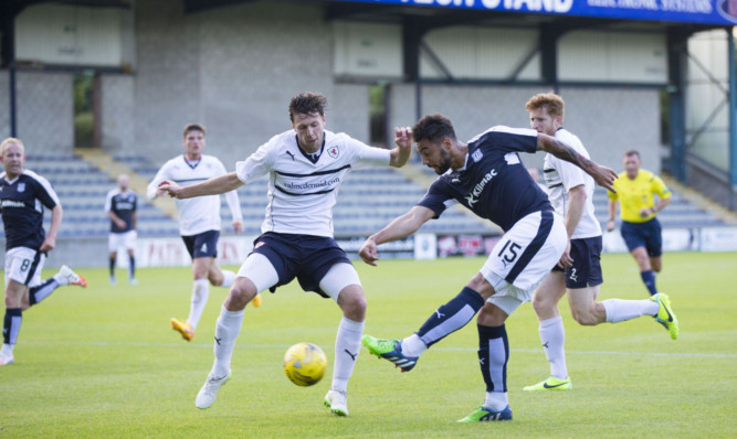 Kane Hemmings scores his first goal for Dundee.