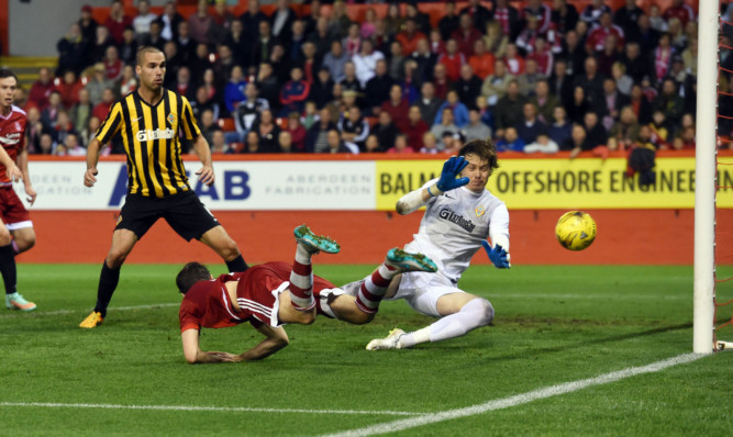 Aberdeen's Kenny McLean heads it home to grab the equaliser for his side.
