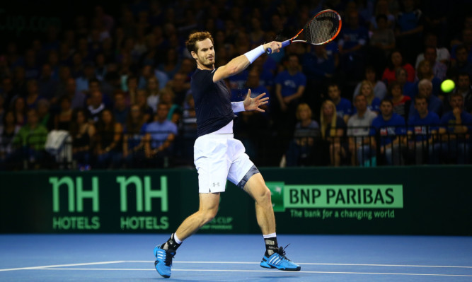 Andy Murray recorded a straight sets victory.