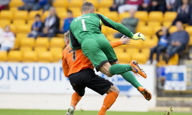Alan Mannus fouls Billy Mckay for United's penalty.
