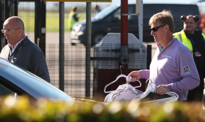 Ernie Els enjoys a sunny arrival at Dundee Airport