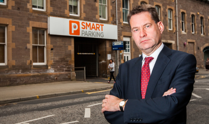 Conservative MSP Murdo Fraser has criticised Smart Parking after complaints from people in the Perth area.