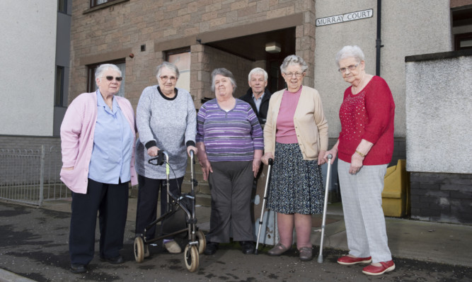 Murray Court residents Edith Sherriff, Roma Bunton, Phyllis Arthur, Agnes Paton and Agnes Moir pictured with councillor David May.