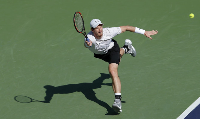 Andy Murray beat John Isner of the United States.