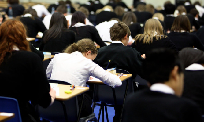 The city council wants all secondary schools to use the 33-period timetable from next May.