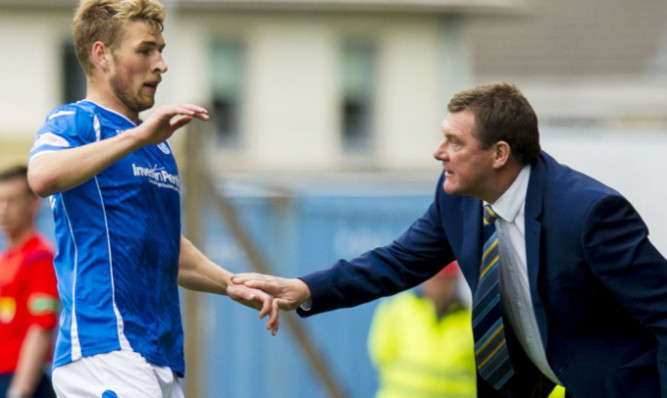 David Wotherspoon celebrates a goal with his manager Tommy Wright.