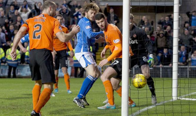 Murray Davidson scoring his goal.