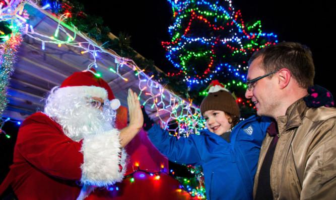 Mille Rose Garrick-Orr high-fives Santa at last years lights switch-on, alongside dad Warren Orr.