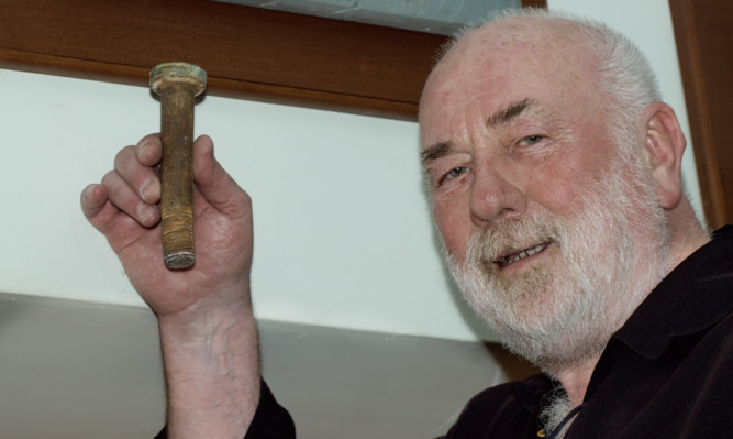 Dave Ramsay shows off the Cutty Sark bolt.