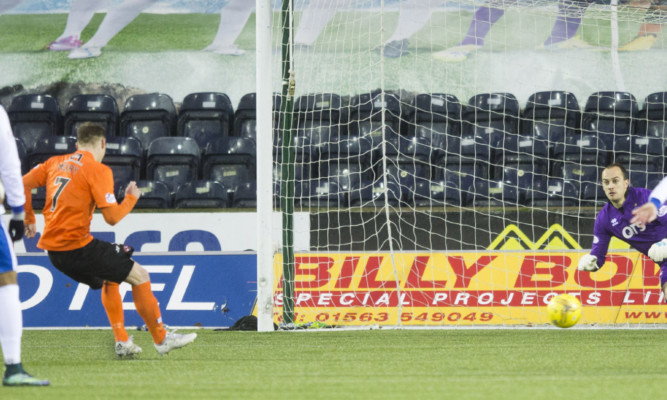 Billy Mckay draws United level from the spot.