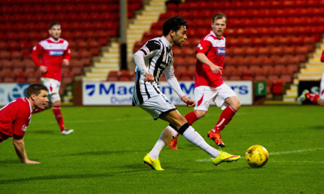 Faissal El-Bakhtaoui opens the scoring for the Pars.
