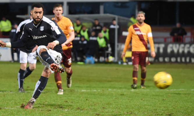 Kane Hemmings equalises from the spot for Dundee.