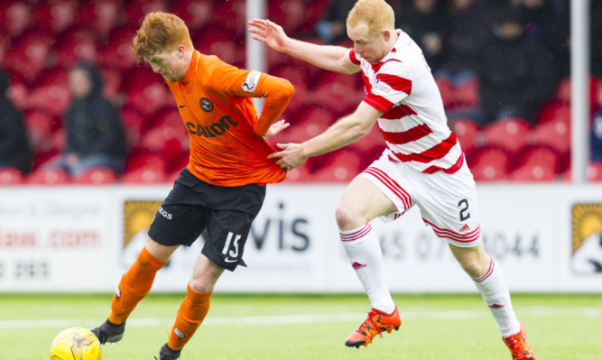 United's Simon Murray (left) battles with Hamilton's Ziggy Gordon.