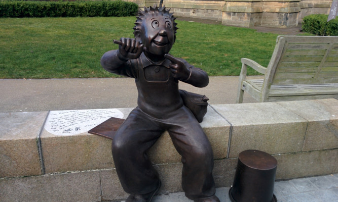 The new sculpture of Oor Wullie.