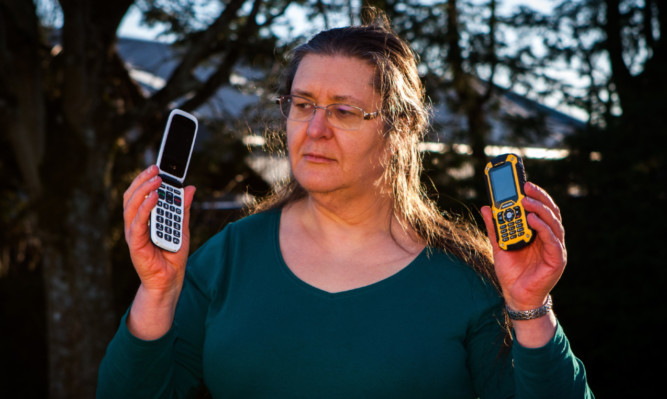 Alyth woman Louise MacLean and her family have been having problems with their mobile phone service from provider Orange.