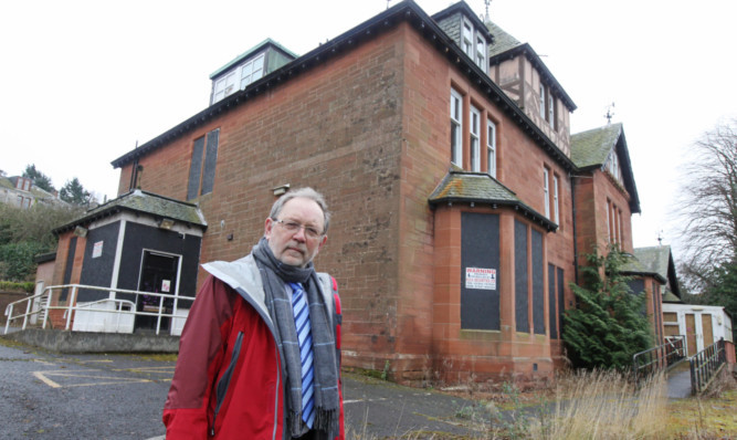 Councillor Tim Brett says Netherlea should be brought back into use.