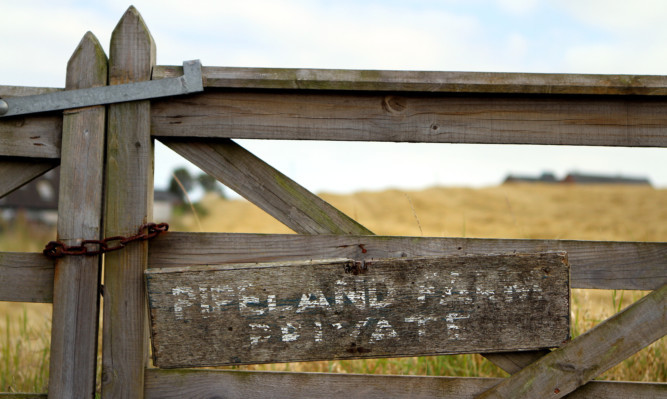 Plans to build a new Madras College at Pipeland Farm sign have been cancelled.