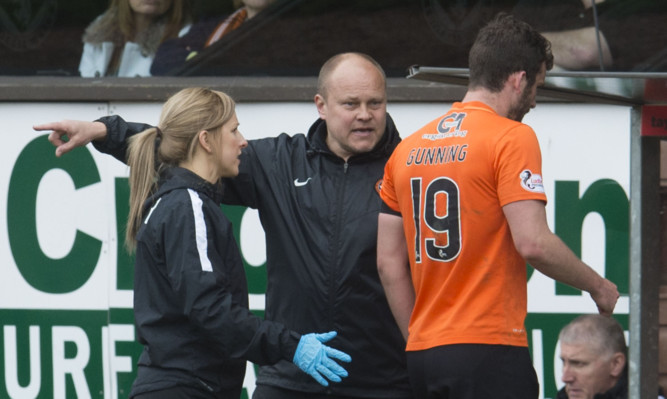 Mixu Paatelainen has words with Gavin Gunning after the defender walked off the pitch during the weekend's match with Inverness.
