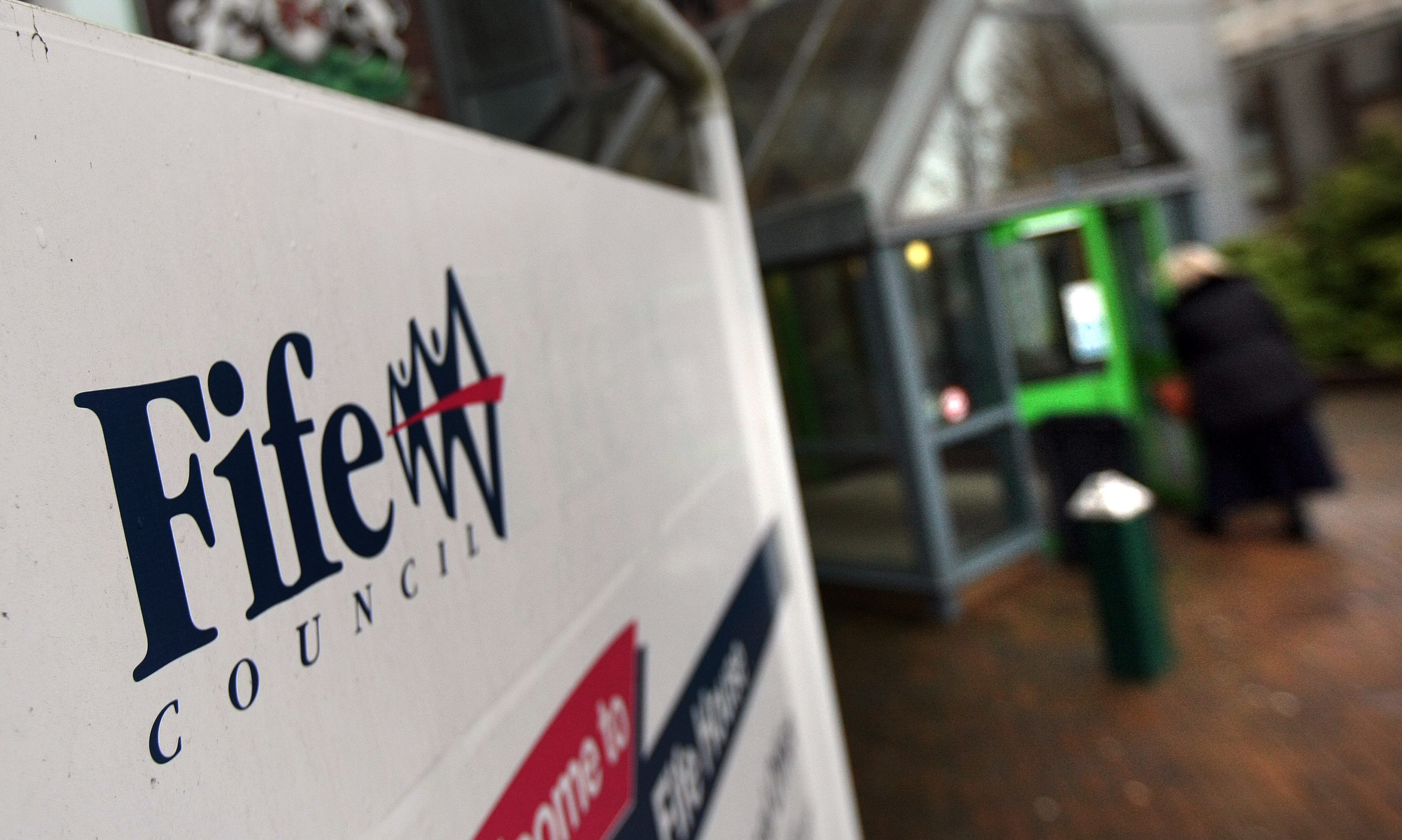 Fife Council's mobile library service is to be reduced from weekly to fortnightly