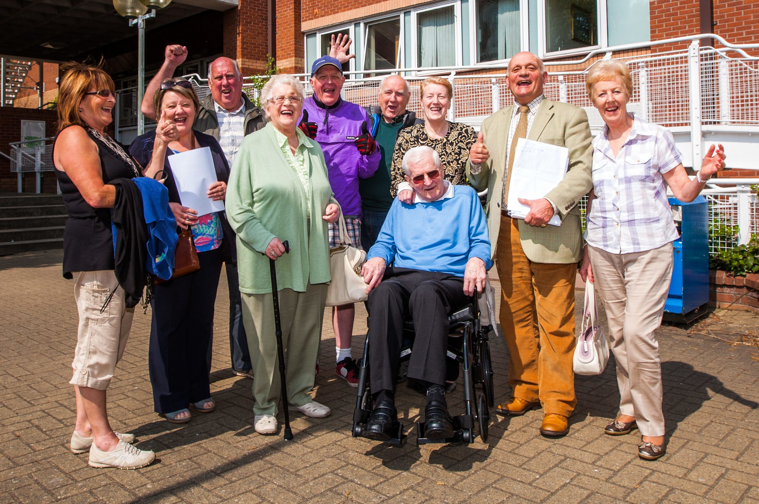 Residents from Huntingtower and Ruthvenfield celebrate.