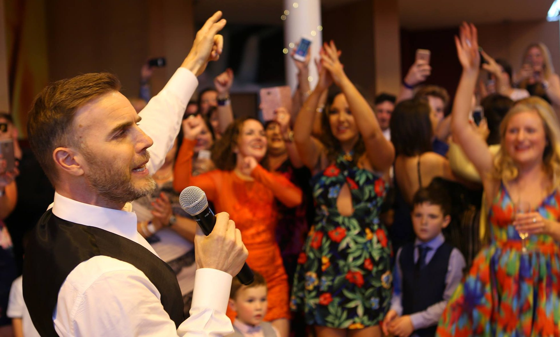 Gary Barlow surprised Jill Campbell at her 30th birthday party in Dundee.