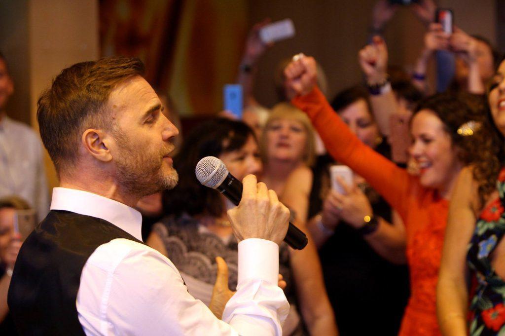 Gary Barlow sings to Jill.