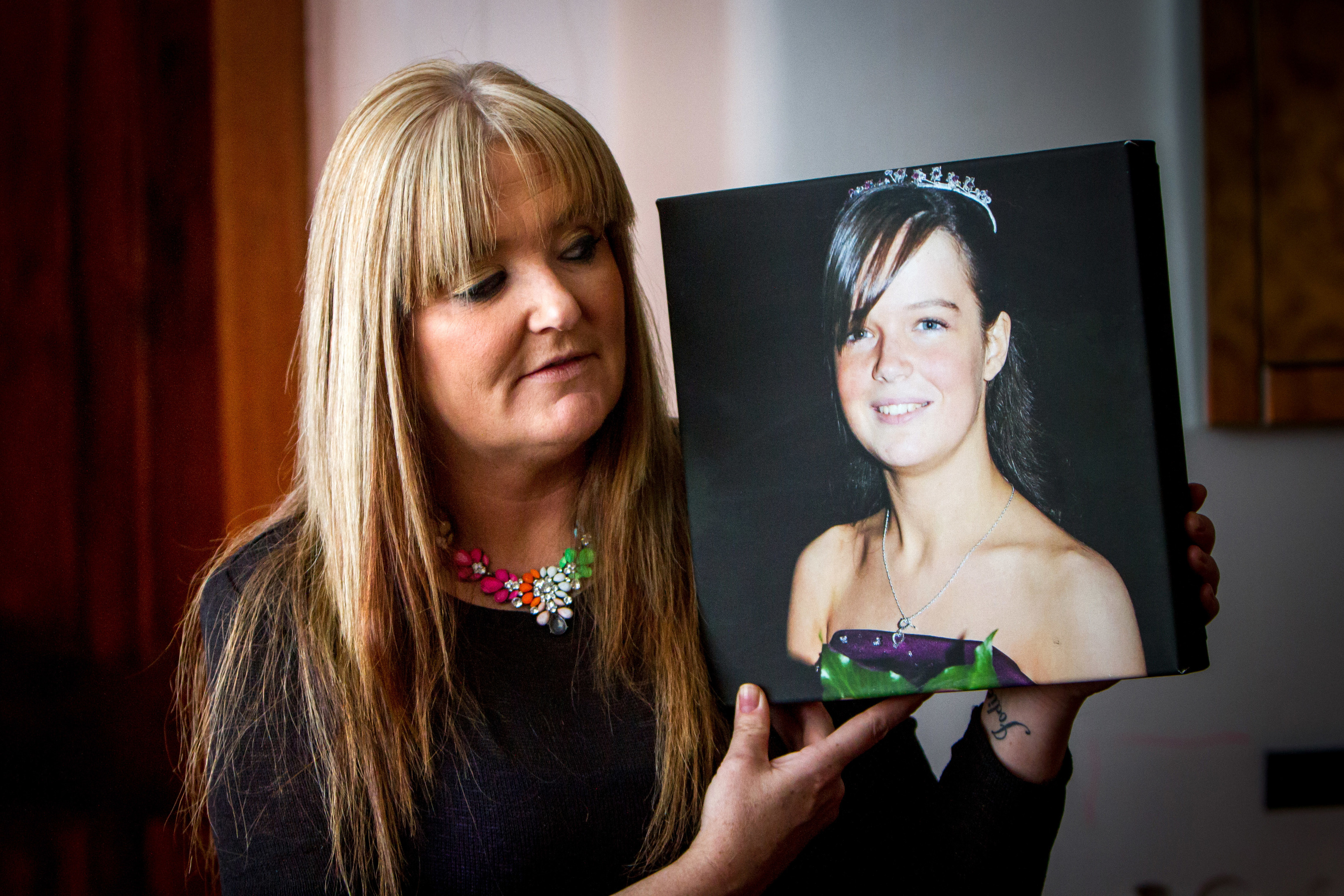 Tracy Swan with a picture of her daughter Jodie McNab.