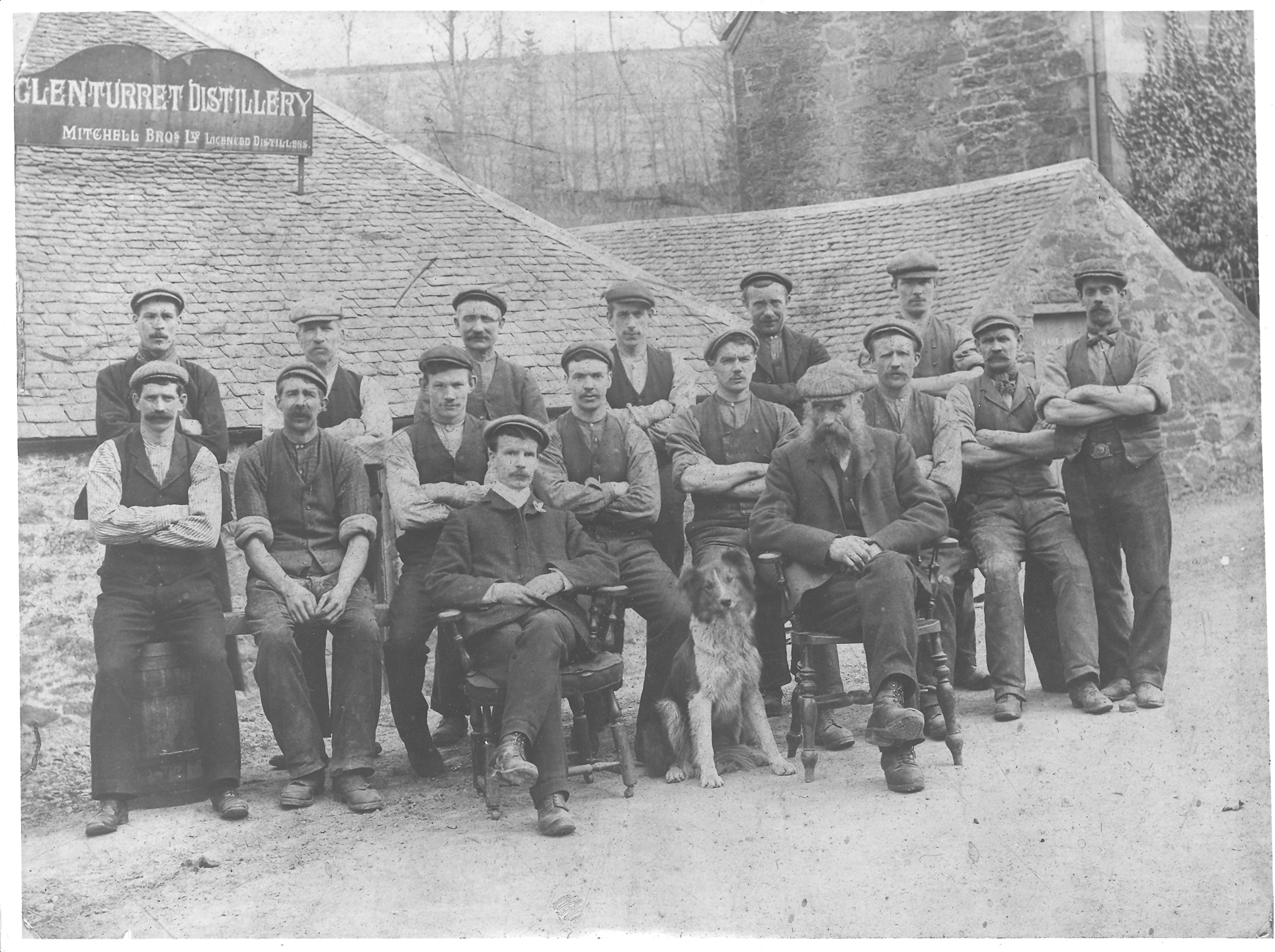 The 1905 photo of the stillmen and the Fly the dog