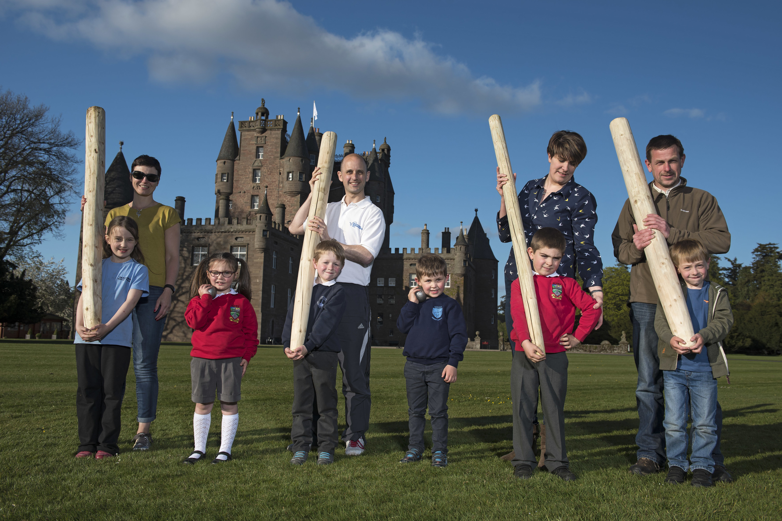 Youngsters tackle the mini caber in a Glamis Castle warm-up